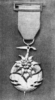 Medalla de bronce de la Federación Castellana de Montañismo concedida a D. Joaquín Gonzalo Pérez de Guzman, EA7ID 1966.
